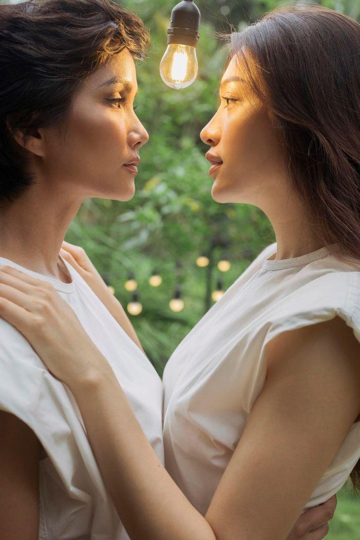 """Hoa hậu H'Hen Niê đóng """"vai nam"""" cạnh Á hậu Lệ Hằng?"""