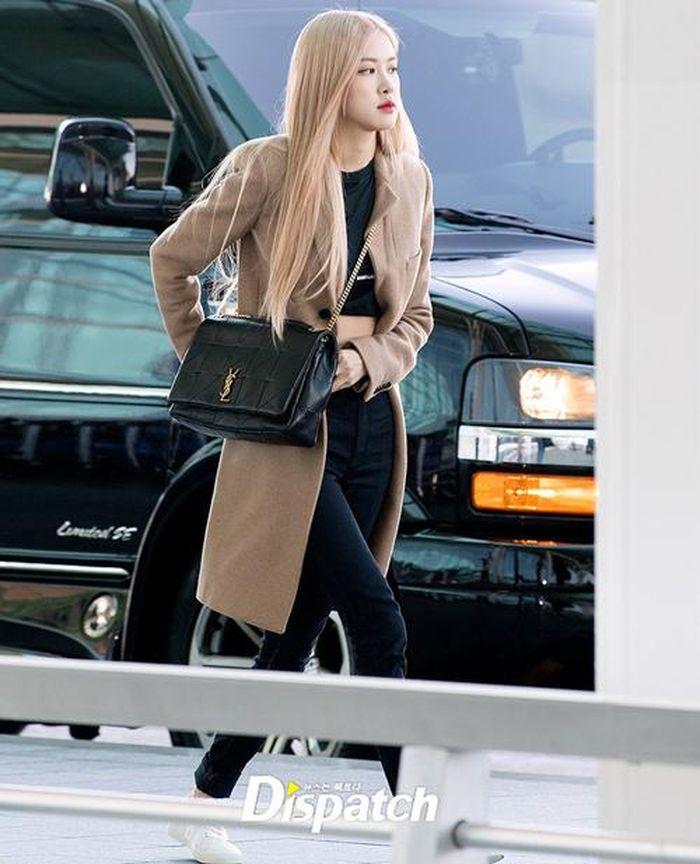 Báo Doanh Nghiệp: Màn đọ sắc xuất thần gây bão sân bay: Rosé (BLACKPINK) đẹp đỉnh cao, làm lu mờ cả Suzy và chân dài cực chất