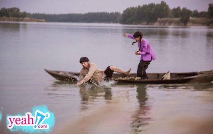 Hồ Việt Trung gặp sự cố té xuống sông khi quay MV mới