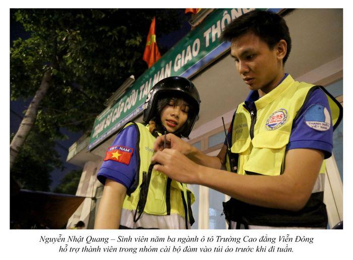 Biệt đội cứu hộ xuyên đêm miễn phí ở Sài Gòn (xe bể bánh, hết xăng, hư bugi,...) 10
