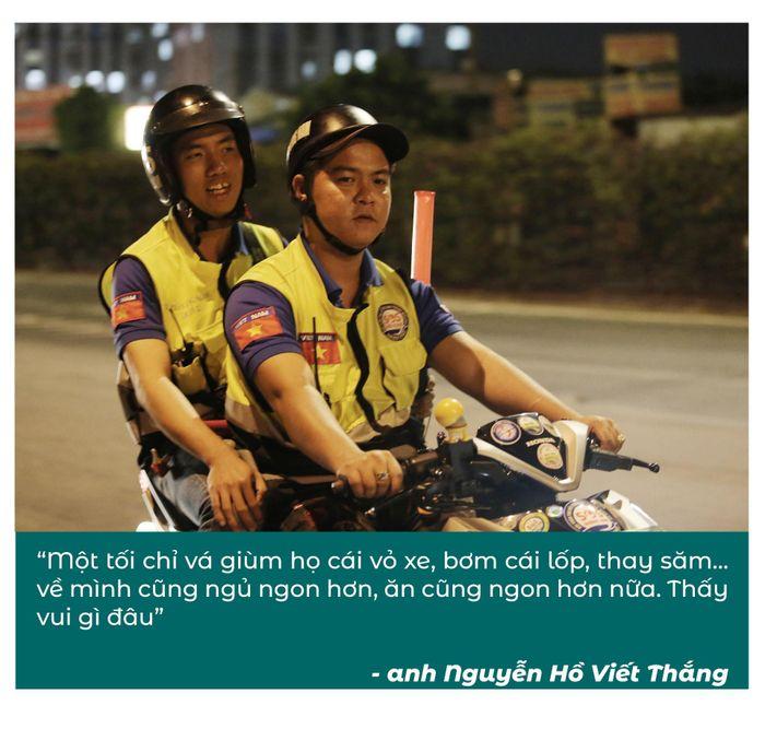 Biệt đội cứu hộ xuyên đêm miễn phí ở Sài Gòn (xe bể bánh, hết xăng, hư bugi,...) 14