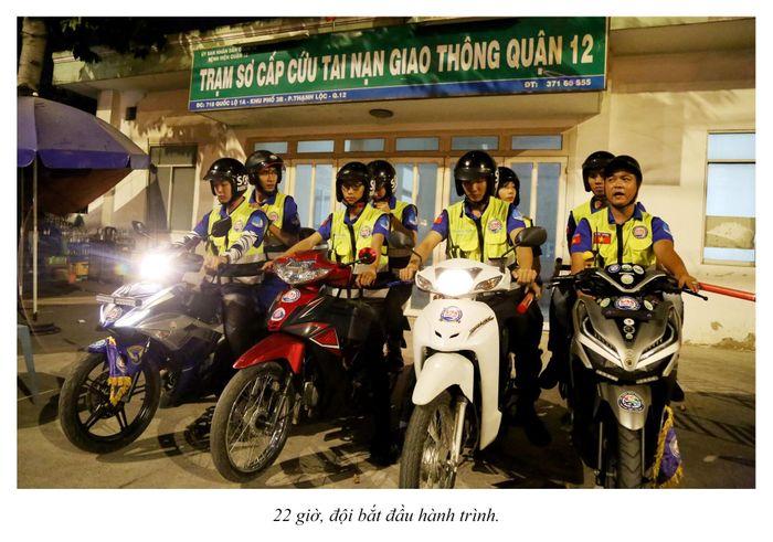Biệt đội cứu hộ xuyên đêm miễn phí ở Sài Gòn (xe bể bánh, hết xăng, hư bugi,...) 11