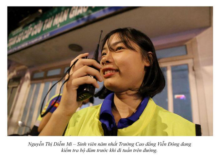 Biệt đội cứu hộ xuyên đêm miễn phí ở Sài Gòn (xe bể bánh, hết xăng, hư bugi,...) 9