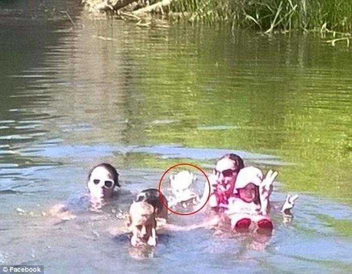 Kinh hãi phát hiện 'bóng ma 100 tuổi' khi đi bơi?