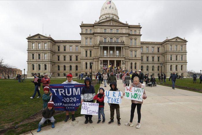 Michigan biểu tình đòi mở cửa 0fab0b3b71789826c169