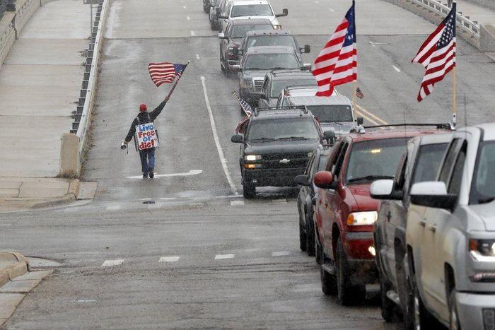 Michigan biểu tình đòi mở cửa 136218f262b18befd2a0