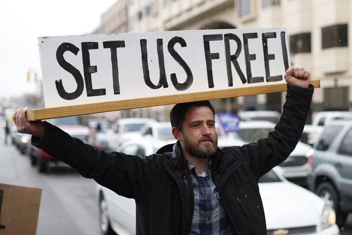 Michigan biểu tình đòi mở cửa 256127f15db2b4eceda3