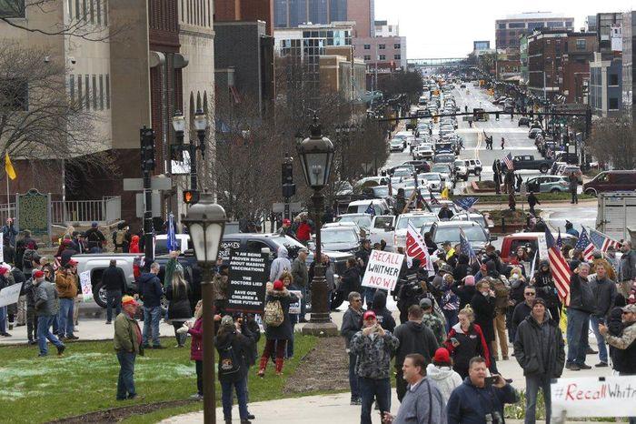 Michigan biểu tình đòi mở cửa 8794f90483476a193356