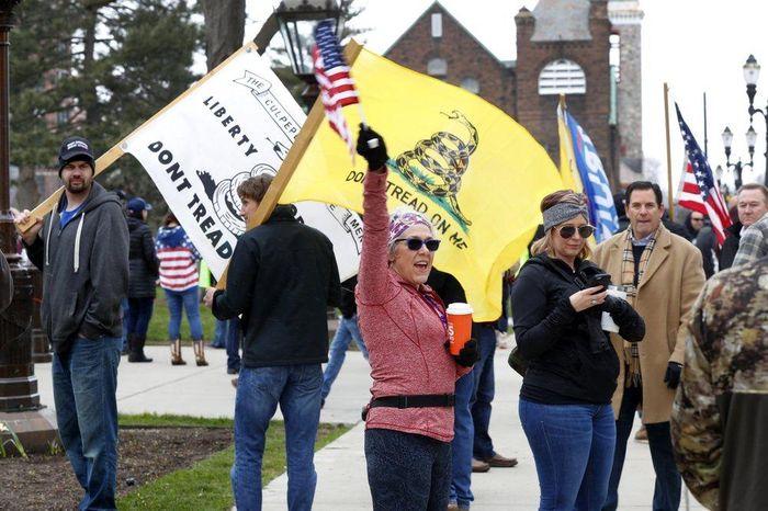 Michigan biểu tình đòi mở cửa 9b819c11e6520f0c5643