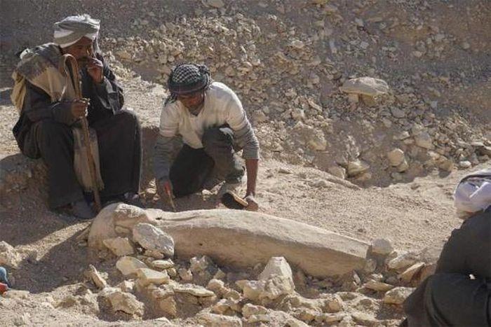 Bí ẩn thiếu nữ mặc áo cưới 3.500 tuổi bất ngờ xuất hiện trong sân