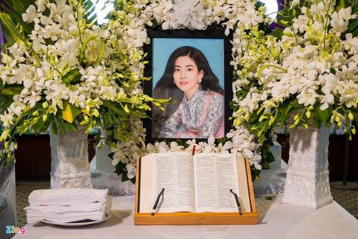 Mẹ Phùng Ngọc Huy cúng 49 ngày cho Mai Phương