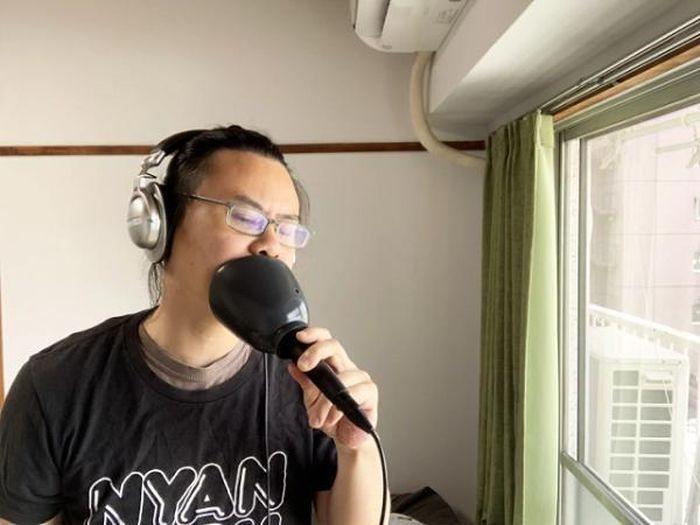 Cận cảnh bộ hát karaoke 'tự hát tự nghe' của Nhật Bản