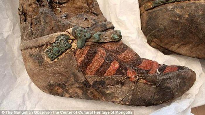 Nghi ngờ xác ướp 1.100 tuổi sành điệu đi 'giày Adidas' du hành thời gian