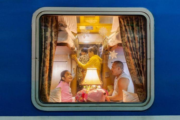 Tàu hỏa là lựa chọn khiến nhiều người yên tâm khi tới Sa Pa. Ảnh: NatGeo.