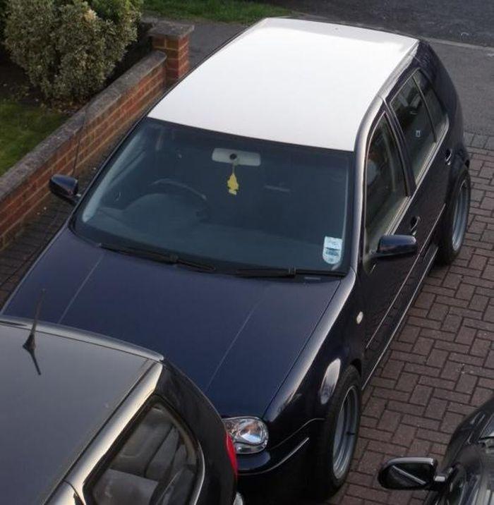 Dán đề-can màu trắng trên nóc ô tô
