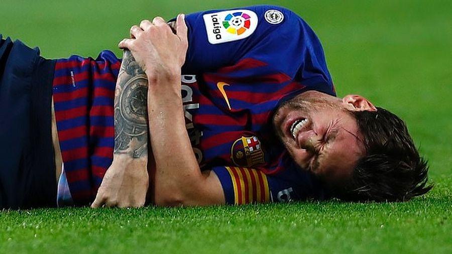 Messi bị gãy tay phải nghỉ ít nhất 3 tuần, lỡ hẹn 5 trận quan trọng của Barca