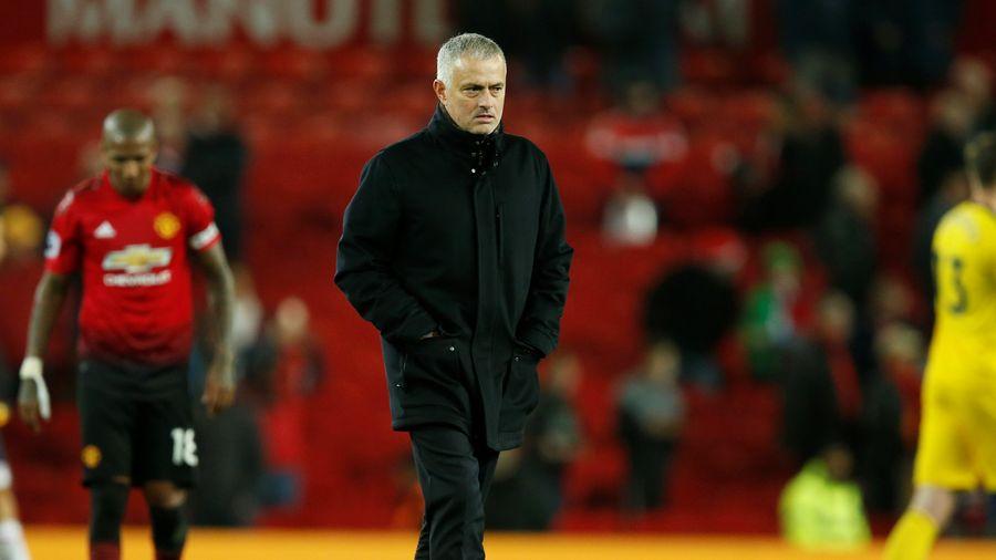 HLV Mourinho: 'Có lẽ tôi sẽ phải tự mình thi đấu'