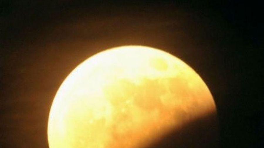 """Giải mã khoa học hiện tượng """"trăng máu"""" xôn xao dư luận"""